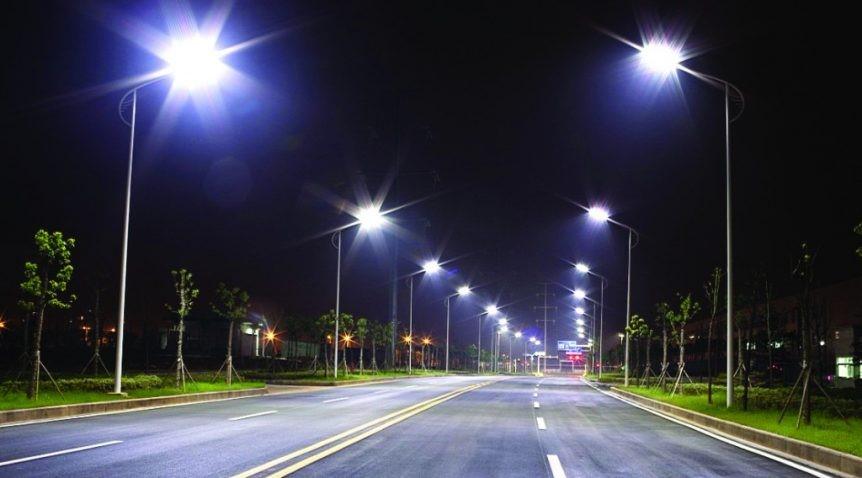 Đường phố sáng trưng vào ban đêm nhờ ánh sáng đèn LED